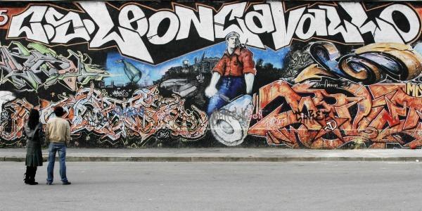 Milano, Centro Sociale Leoncavallo, inaugurazione della mostra dei graffiti, l'esterno.