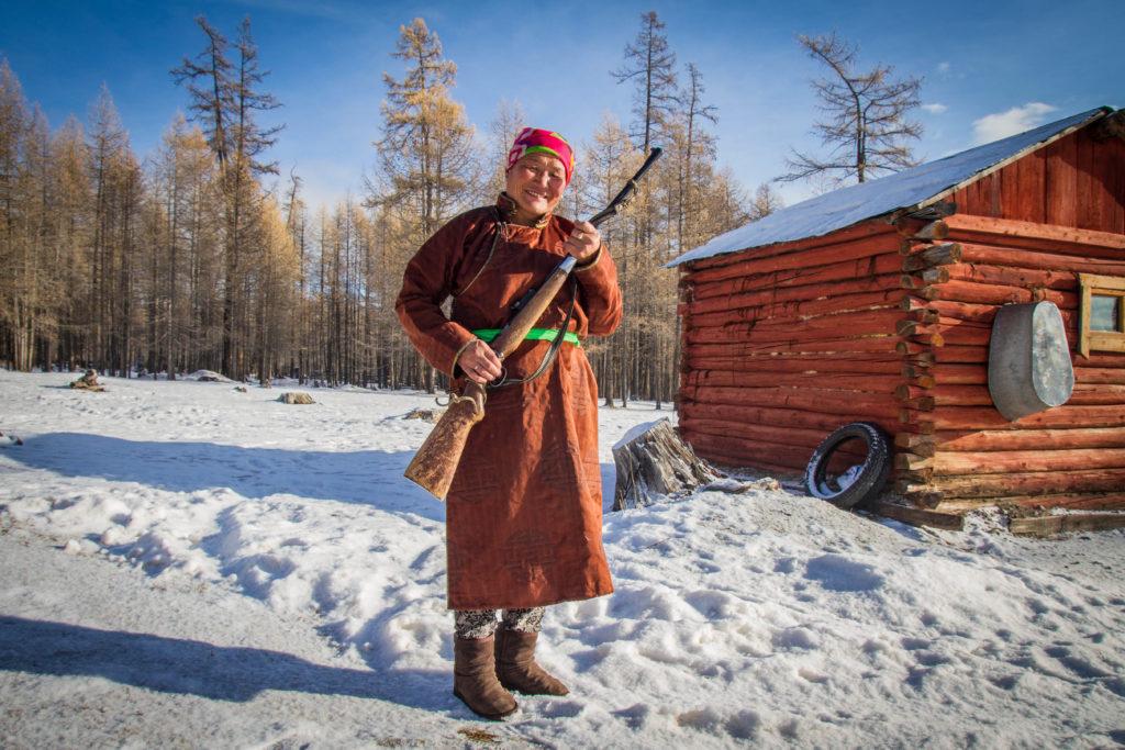 Baasanjav, passa l'inverno da sola sul lago Hovsgol in mezzo alla foresta